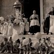 Archivio Fotografico Museo Civico Andrea Tubino. Masone 1957, Crociata della Bontà. Al centro il parroco Don Guido Brema, e a sinistra il vice parroco Don Cartosio - Foto di Gianni Ottonello