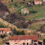 Archivio fotografico Museo Civico Andrea Tubino. Masone Cascina Ronco e cascina Vezzulla sul fondo. Anno 1980 - Foto di Gianni Ottonello